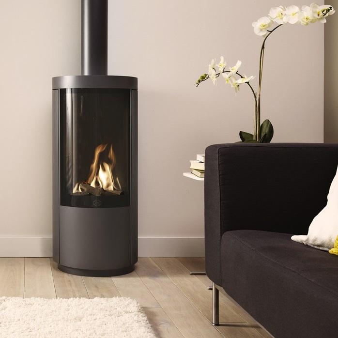 Assembly of a gas fireplace